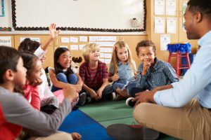 Elementary-students-in-classroom-696x464