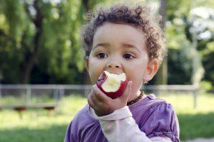 Healthy-kid-eating-apple-696x497
