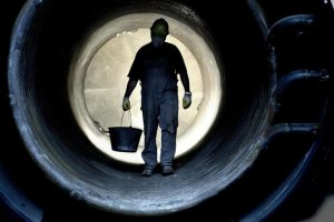Worker-Pipe-696x463